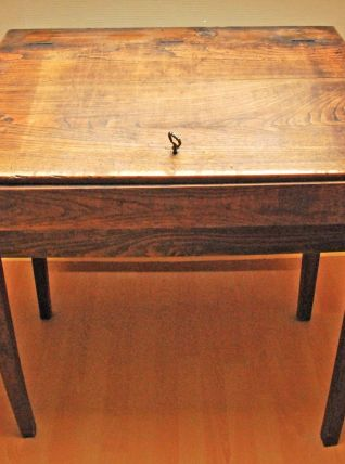 Pupitre sur sa table vintage