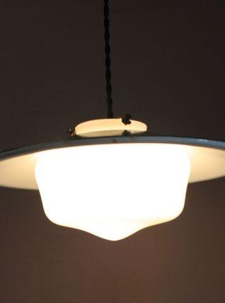 Suspension industrielle - globe opaline blanche et métal ver