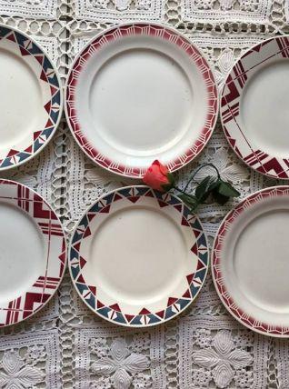 Six assiettes plates dépareillées motifs géomètriques