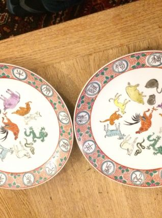 3 assiettes en porcelaine de chine