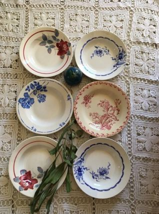 Ensemble six assiettes creuses dépareillées en rouge et bleu