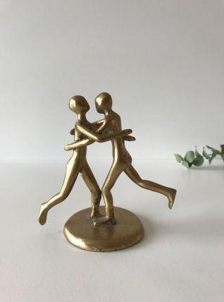 Sculpture en laiton doré représentant un couple