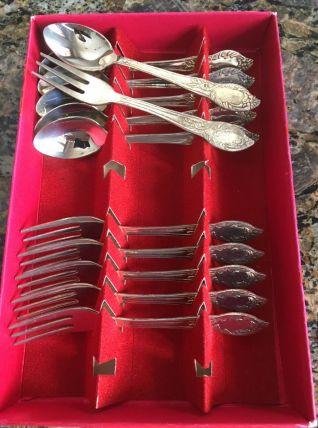 6 cuillères et 6 fourchettes à dessert en métal argenté
