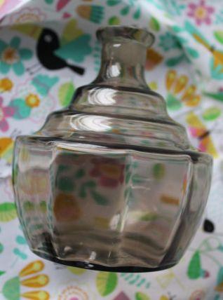 Très joli petit vase en verre fumé, forme flacon de parfum