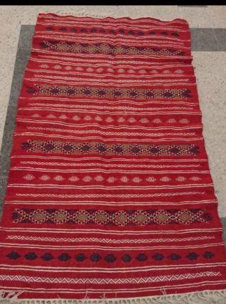 Kilim tapis rouge berbère fait à la main en laine
