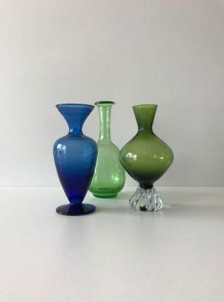 Ensemble de trois vases colorés bleu et vert