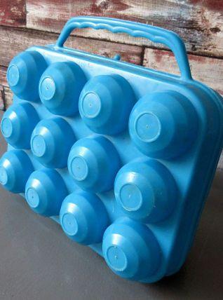 Boîte pour 12 œufs en plastique bleu Vintage années 70