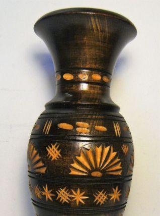 Vase en bois décoratif artisanal sculpté vintage