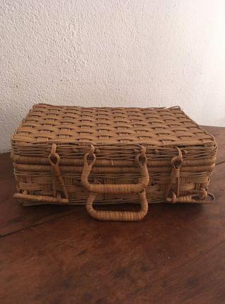 Petite valise osier esprit bohème.