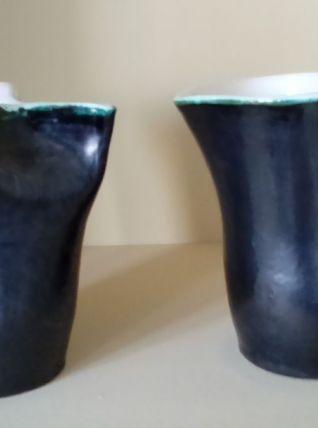 Une paire de vases vintage