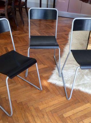Série de trois chaises industrielles
