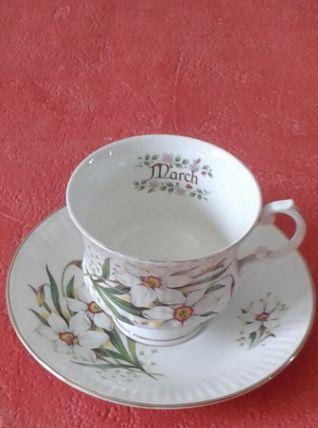 Tasse à thé et soucoupe anglaises