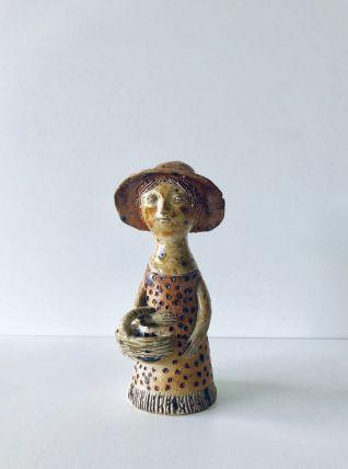 Figurine en céramique la bouquetière par Jacqueline LERAT
