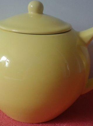 Théière en céramique jaune