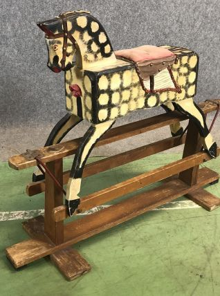 Cheval à bascule des années 30
