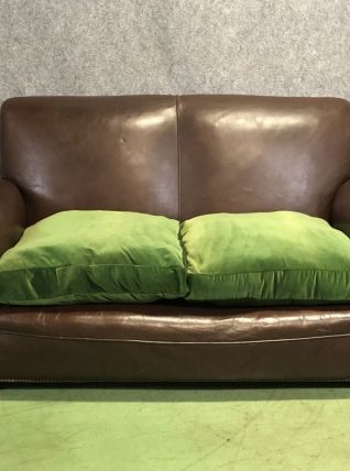 Canapé club en cuir et coussins tissu - modèle des années 30