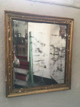 Miroir ancien en bois doré et stuc.