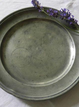 Assiette en étain à bord rond mouluré XVIIIème