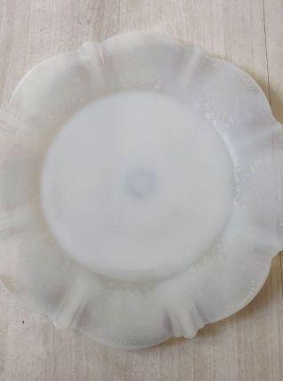Assiettes à dessert en Opaline blanc estampillé Mac Beth Mad