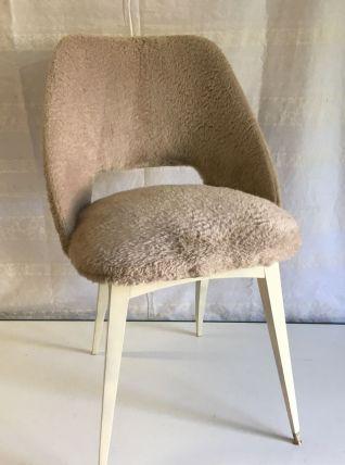 Chaise tonneau « moumoute » années 60