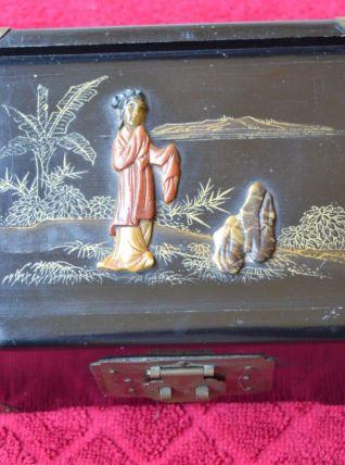 Boite à bijoux ancienne  Japonaise bois et corail