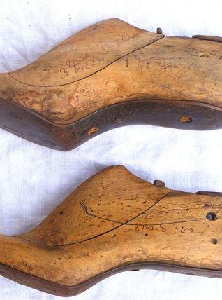 paire  d'embauchoirs anciens en  bois, vintage