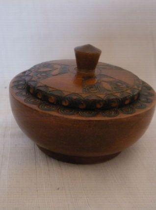 Belle petite bonbonnière bois gravé et noirci 10,5cm