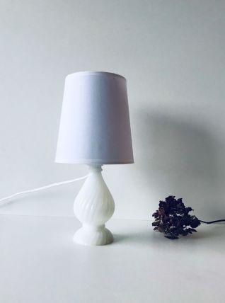 Lampe en opaline blanche