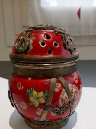 très joli brûle parfum en porcelaine cloisonnée