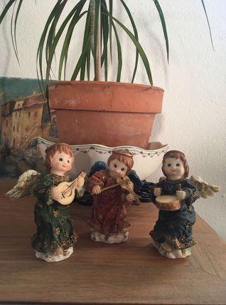 Trois anges en résine décoration Noel.