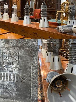 Projecteur industriel de l'arsenal de Brest, marque Philips