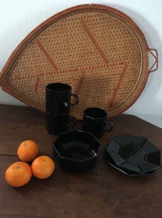 Tasses octogonales noires avec sucrier arcoroc.
