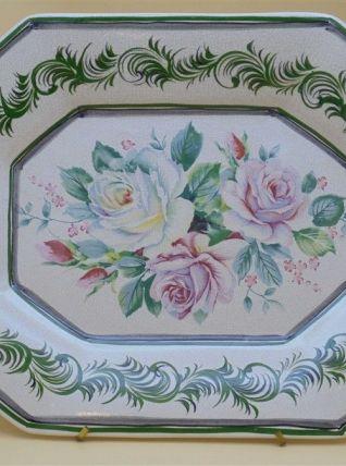 Plat au décor de roses