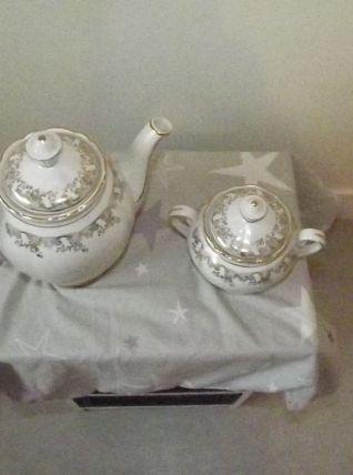 cafetière et sucrier .porcelaine de France .
