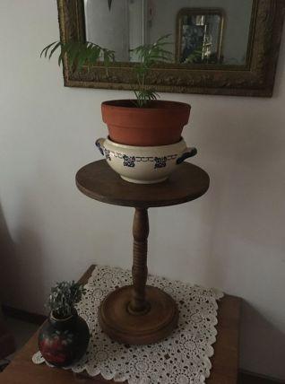 Guéridon,table d appoint en bois.