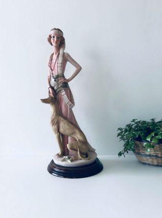 Grande sculpture femme années 20 avec son lévrier