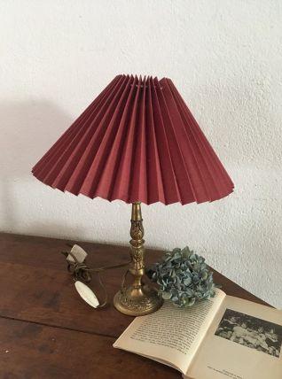 Lampe de table au pied en laiton.