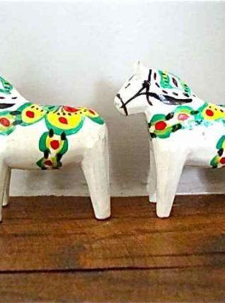 Deux petits chevaux peints