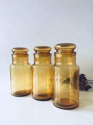 Trois pots hermétiques en verre ambré