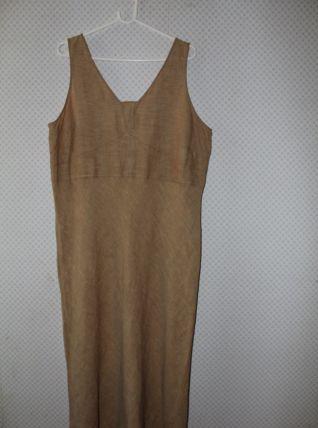 Robe longue grande taille sans manches coloris chamoisé T 46