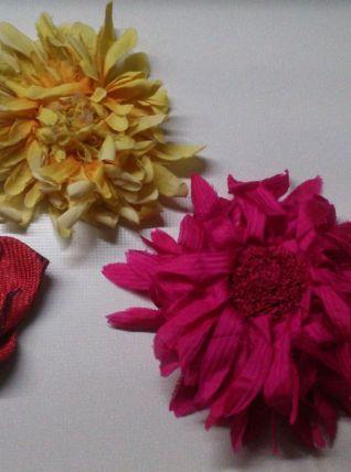 Lot fleurs anciennes (2 tissu dont 1 en soie, 1 en paille)