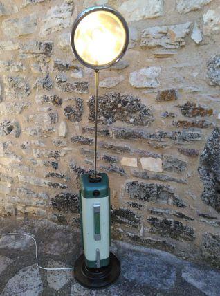 Lampadaire industriel/lampe aspirateur/detournement d'objet