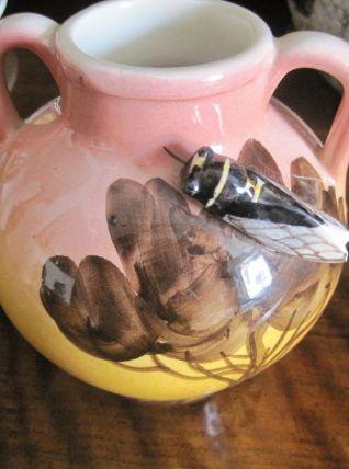 Vase à anses en céramique émaillée cigale Provence signée