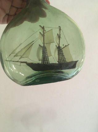 Petite maquette bateau en bouteille.