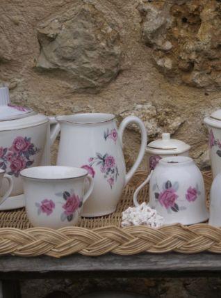 Set de porcelaine Art Déco sur son plateau de rotin