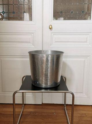 Grand cache pot en aluminium martelé