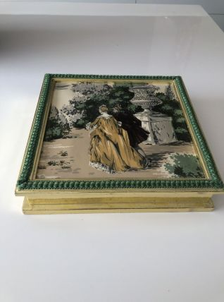 Ancienne boite en carton décorée
