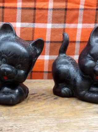 2 chats en plastique soufflé - Années 60