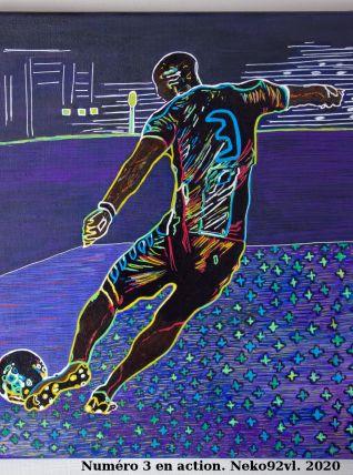 Numéro 3 en action. Joueur de foot. Pièce unique