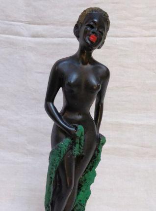 Statue en plâtre de femme africiane